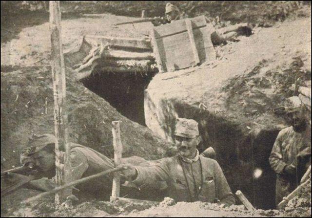 SPECIJALAC Josip Broz, levo, na položaju protiv srpske vojske