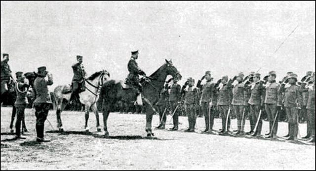 SMOTRA Ruski car Nikolaj ispred srpske dobrovoljačke divizije za Solunski front