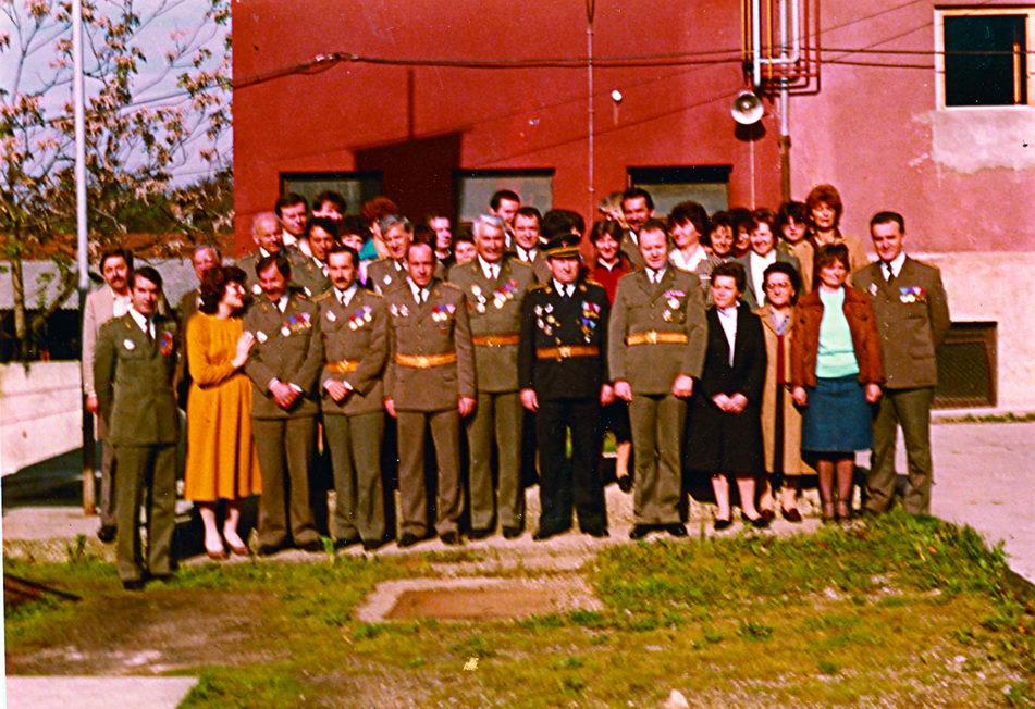 Poslednja fotografija autora sa starješinama i građanskim licima 20. Zavoda za preventivno-medicinsku zaštitu 1984. godine