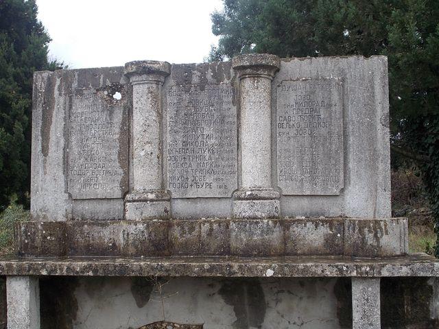 https://jadovno.com/tl_files/ug_jadovno/img/stratista/Devastirani_spomenik_pobijenim_zrtvama_na_Krupi_kod_Draceva..JPG