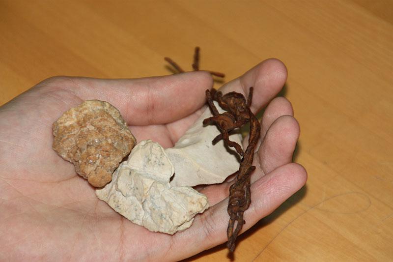 NE PONOVILO SE: Bodljikava žica i kamen iz logora na otoku Pagu