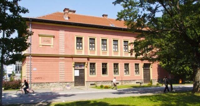 https://jadovno.com/tl_files/ug_jadovno/img/stratista/Muzej_Kozare_u_Prijedoru.jpg