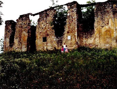 Zgarište SPC Svete Petke na Kolariću, gdje je hrvatska vojska 26. aprila 1942. usmrtila i spalila 106 srpskih civila