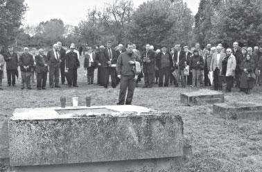 """Na oskrnavljenom spomeniku """"žrtava"""" odana počast žrtvama masovnog pokolja"""