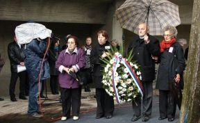 https://jadovno.com/tl_files/ug_jadovno/img/stratista/jasenovac/pogubljeni-noseca.jpg