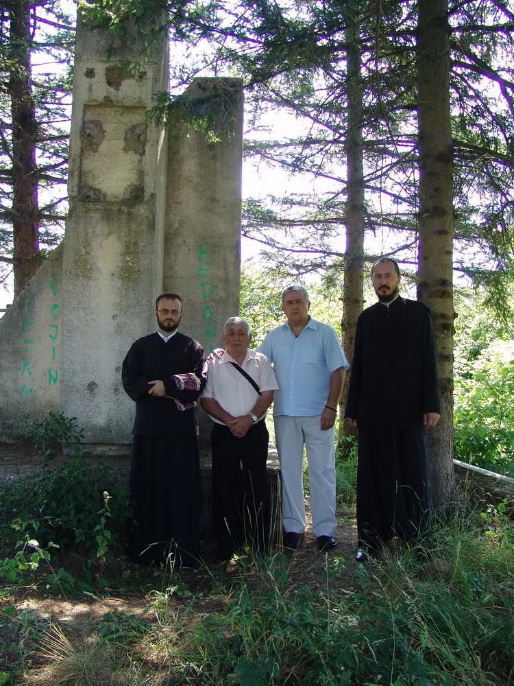 https://jadovno.com/tl_files/ug_jadovno/img/stratista/ostala_stratista/27.7.2013.-Delic-jama.JPG