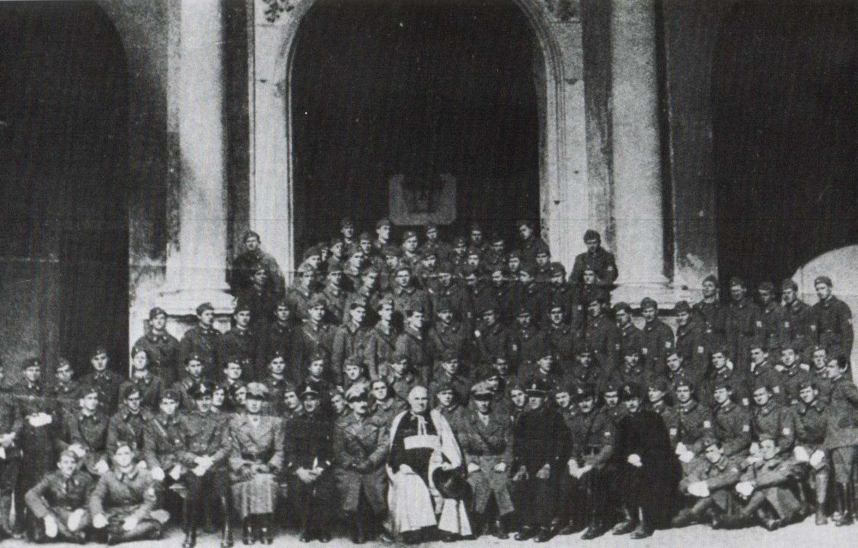 https://jadovno.com/tl_files/ug_jadovno/img/stratista/ostala_stratista/ustasha-pope-lg.jpg
