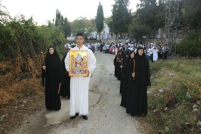 Čuvar tradicije: Bojan Ekmečić sa ikonom Svetih prebilovačkih novomučenika