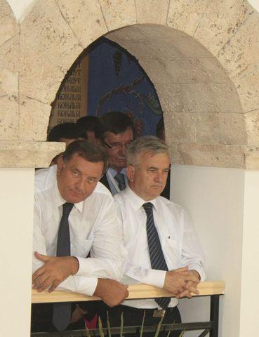 Neki metar dalje je i Milorad Dodik, predsednik RS