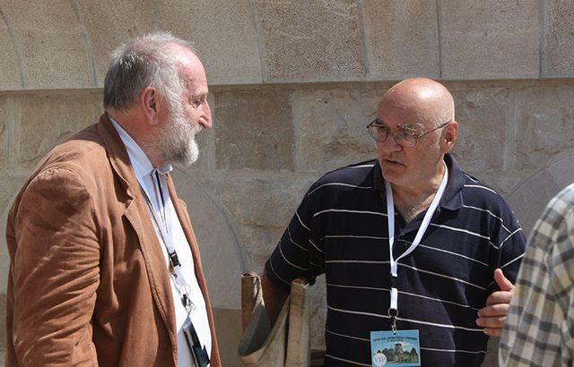 Zadovoljan urađenim: Predrag Ristić (levo) projektant Hrama Hristovog Vaskerenjenja u Prebilovcima