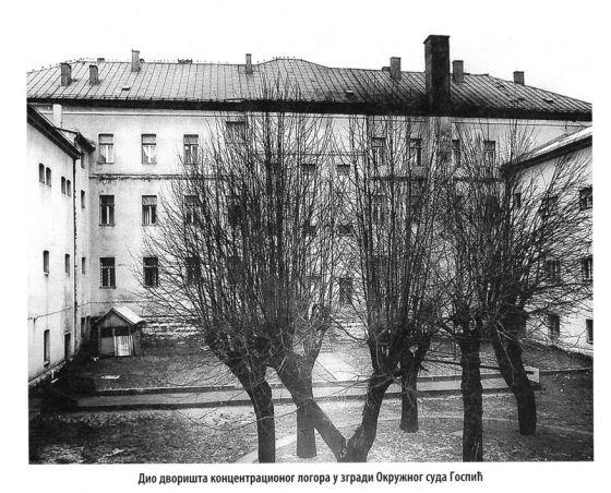 Dio dvorišta koncentracionog logora u zgradi Okružnog suda Gospić. Slika preuzeta iz knjige Kompleks ustaških logora Jadovno 1941. autora dr Đure Zatezala