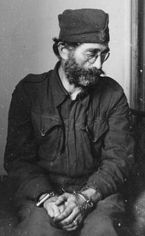 Na slici: General Dragoljub Mihailović, komunistički sužanj.