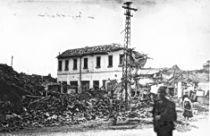 Na slici: Leskovac, razoren savezničkim bombardovanjem 1944. godine.