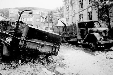 Zapaljena kolona vozila JNA u Dobrovoljačkoj