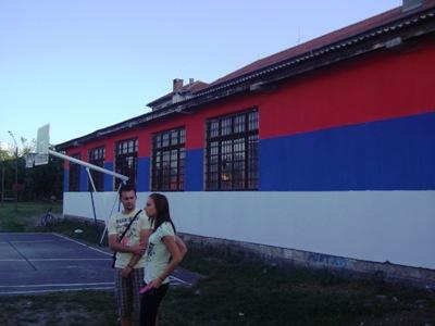 Srpska trobojka dugačka 30 metara na Domu kulture