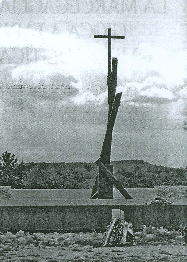 Fotografija spomenika žrtvama ispred Jame Basovizza
