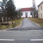 Asfaltiran put do hrama u Ličkom Petrovom Selu
