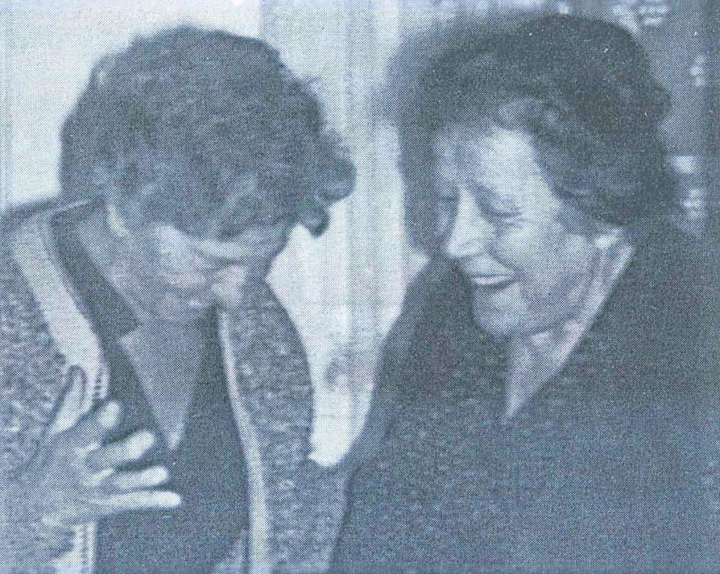 KSENIJU PAVLOVIĆ (lijevo) prilikom prvog posleratnog dolaska u Livno na kućnom pragu je dočekala njena snaha ZORA