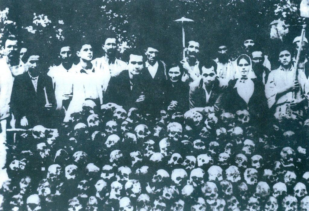 Lobanje Srba ubijenih od ustaša u mjestu Podmilačje blizu Jajca - Lobanje Srba ubijenih od ustaša u mjestu Podmilačje blizu Jajca
