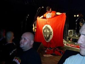 neonacisti_band.jpg