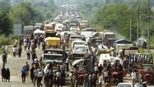 Kolona izbjeglih Srba iz Hrvatske
