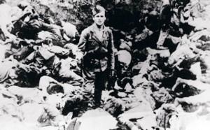 """Ustaški dželat po """"obavljenom poslu"""" Foto: Arhiv Muzeja žrtava genocida"""