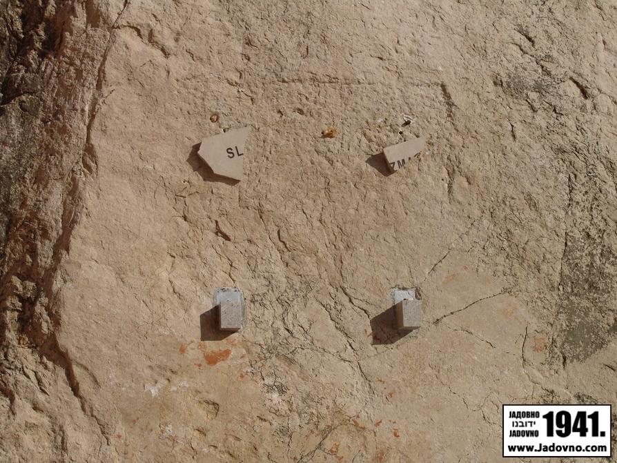 Остаци три пута оскрнављене спомен плоче у ували Слана на оствру Пагу
