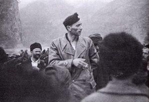 Komandant Crne Legije, pukovnik Jure Francetić u Starom Brodu, na obali Drine 1942.