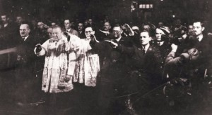 Katolicki_svestenici_i_ustase.jpg