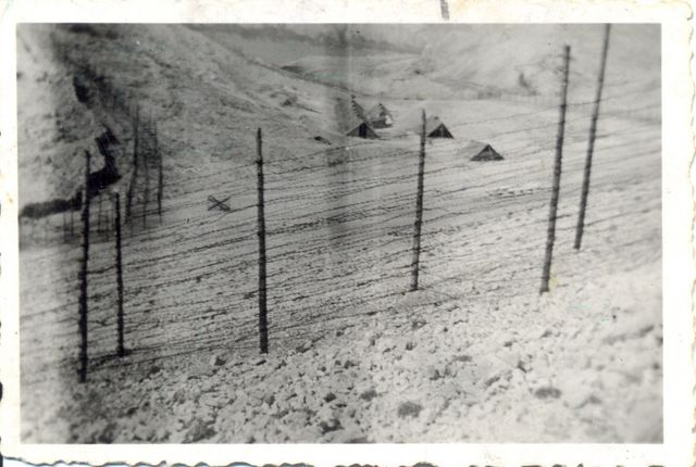 Logor_smrti_NDH_Slana_na_ostrvu_Pag_ljeta_1941.jpg