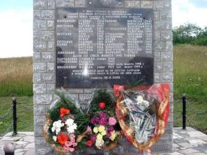 Spomenik_stradalim_Srbima_u_srebrenickom_selu_Brezani.jpg