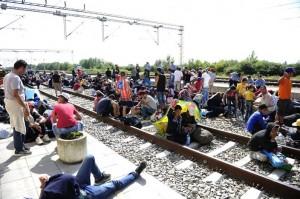 Sirijske_izbjeglice_na_granici_u_Tovarniku.jpg