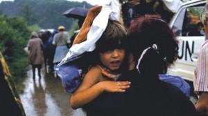 Izbjeglice iz Krajine u koloni kod Topuskog
