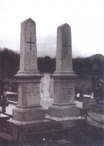 Jasikovac u Gospiću, nadgrobni spomenici Milutinu i Đuki Tesli, snimak M. Matića, mart 1990. godine
