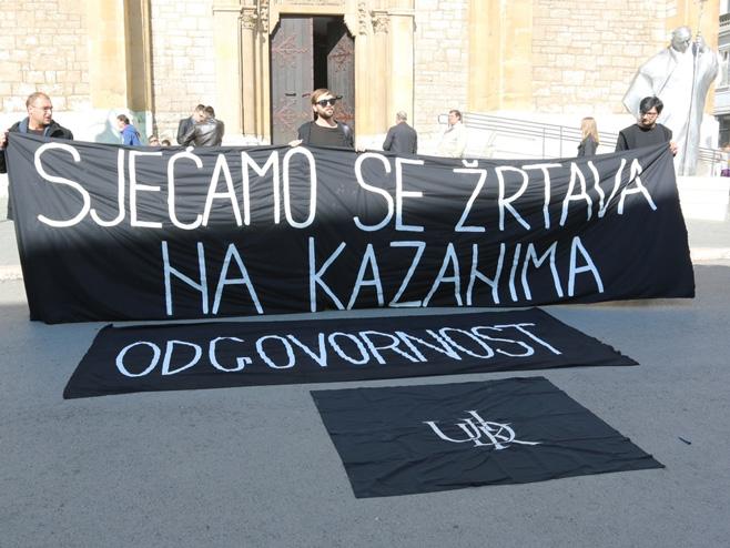 Performans ispred Katedrale u znak sjećanje na Kazane