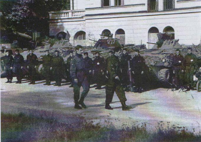 Postrojena Srpska garda Ilidža ispred hotela Srbija