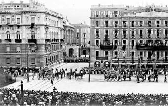 Povorka s posmrtnim ostacima Franje Ferdinanda i Sofije, Trst, 2. jul 1914.