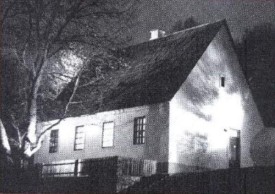 Родна кућа Николе Тесле, снимио М.Матић, март 1990.г.