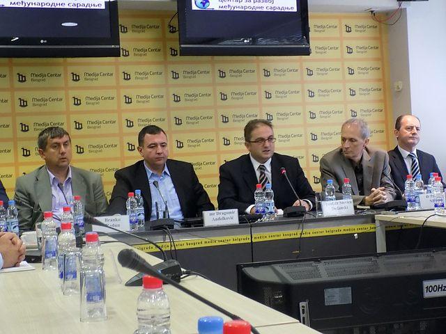 Učesnici skupa ''Ko destabiliše Balkan''