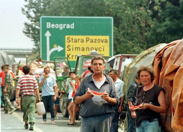 Izbeglička kolona u Srbiji