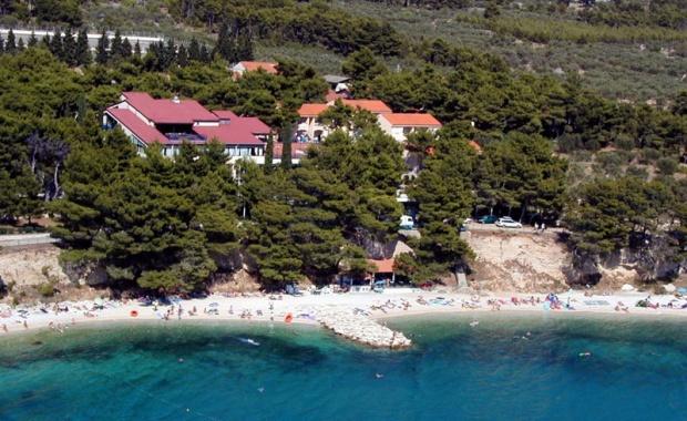 """Hotelski kompleks """"Mladost turista"""" u Baškim Vodama"""