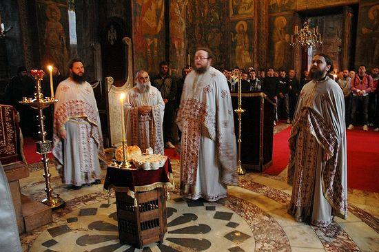 Liturgija u Manastiru Visoki Dečani