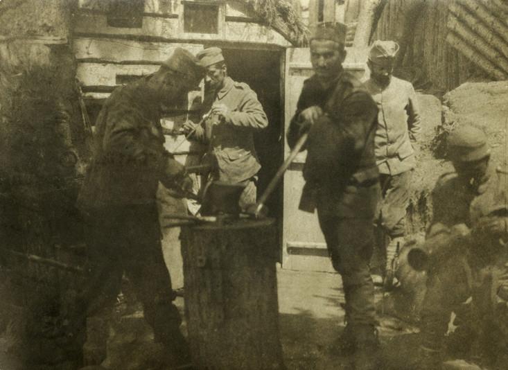 Milan Đorđević - Struja - učesnik Velikog rata, Orlovi Virovi 1917. Milan (stoji kraj vrata), bio je električar, rodom iz Brajkovića kod Ražane. Nosilac je Albanske spomenice. S ponosom, njegovi brojni potomci. (fotografija preuzeta sa sajta slavnim-precima.srb)