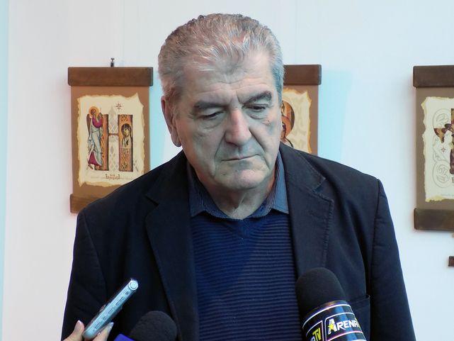Srpski lingvista Miloš Kovačević na naučnom skupu o srpskom jeziku i ćirilici održanom u Bijeljini.