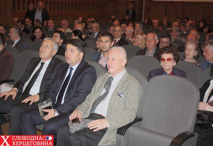 Na premijeri su bili Lazar Mirkić, ambasador BiH u Srbiji, Matija Bećković, Smilja Avramov, Biljana Plavšić, Miroslav Lazanski…