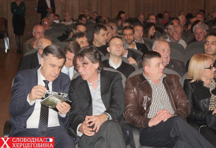 Organizator promocije: Mlađan Cicović, diurektor Prtedstavništva RS u Beogradu u razgovoru sa Darkom Bajićem