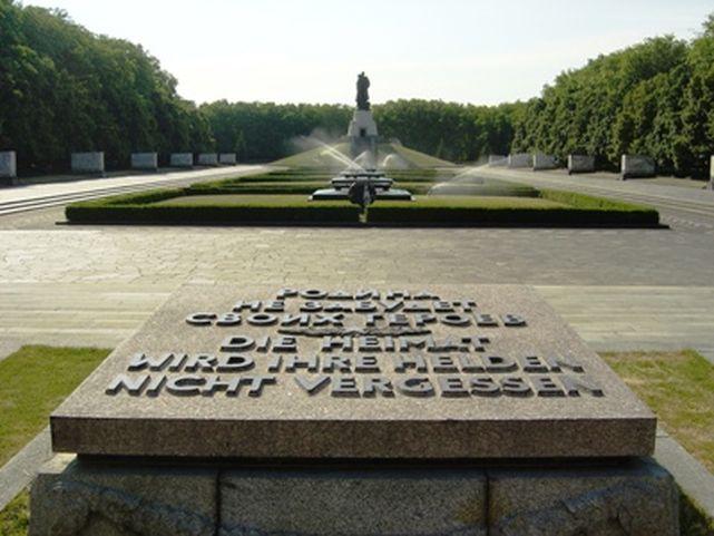 Oskrnavljen memorijalni centar u Berlinu