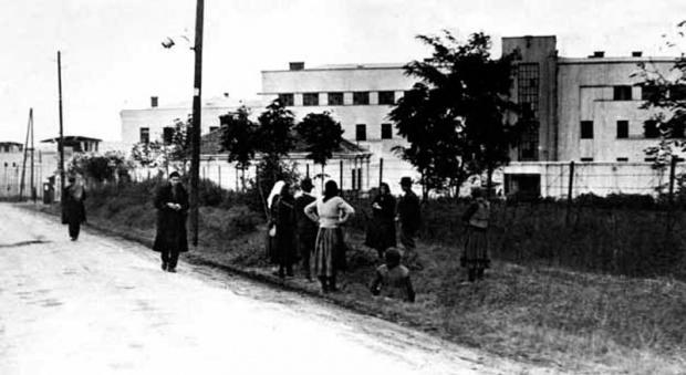 Porodice iščekuju vesti o uhapšenima, novembra 1944. godine