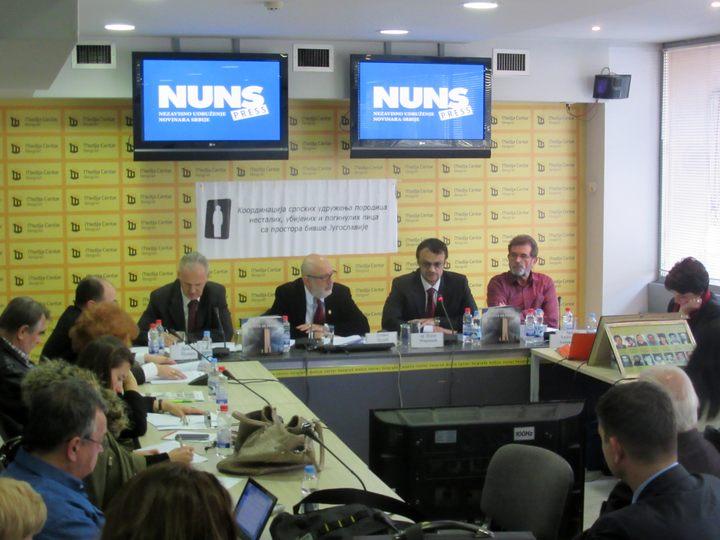 """Učesnici okruglog stola """"Odgovornost Unmika i drugih činilaca za prisilne nestanke i ubistva Srba na Kosovu i Metohiji""""."""