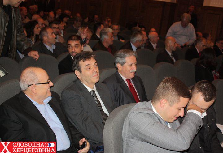 Veliku pažnju izazvalo je i prisustvo bivšeg predsednika SR jugslavije Vojislava Koštunice